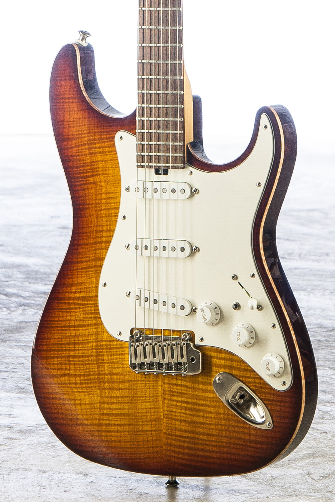 Classic double cutaway; Chambered body, available in Standard, Vintage, and Ultra-Vintage.